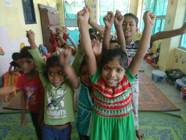Voluntariado con niños y niñas en Varanasi India
